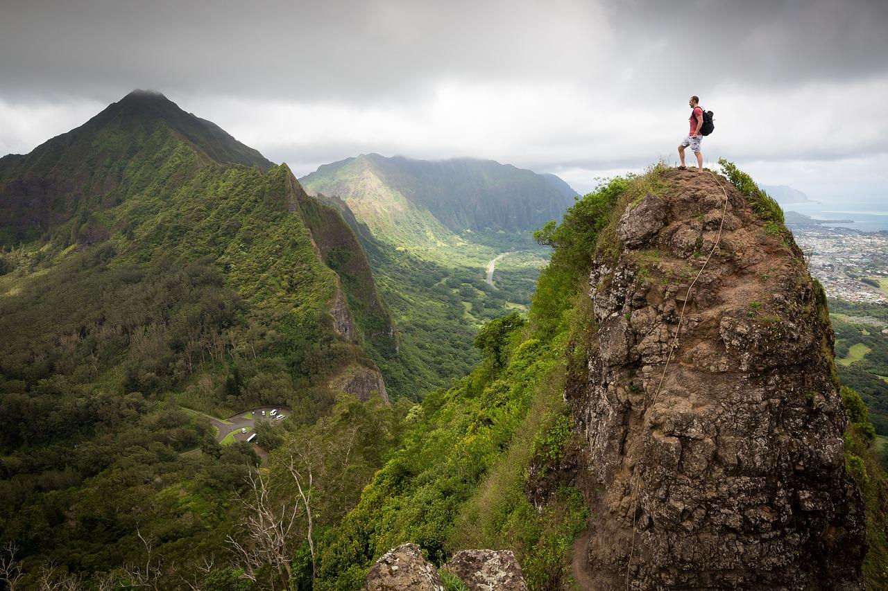 Veranderen 86 klimmer op topje van berg