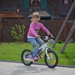 oude wonden 90 meisje op fiets